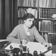 Anna Freud, la più giovane figlia del grande padre della psicoanalisi, Sigmund Freud. Ha creato il proprio contributo in psicologia, ha fondato la psicoanalisi infantile e ha sintetizzato i mecanismi di difesa dell'io. Commento musicale: Enzo Calino – Hawk Cliff