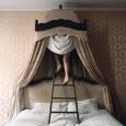 Sognamo tutti? Perchè sognamo? Perchè spesso i sogni che ricordiamo risultano essere un'accozzaglia di immagini e scene senza senso? Nel corso degli anni molti ricercatori hanno cercato di capire l'origine dei sogni e soprattutto la loro utilità, ma ancora alcuni aspetti necessitano di essere approfonditi.