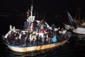 barca profughi notte
